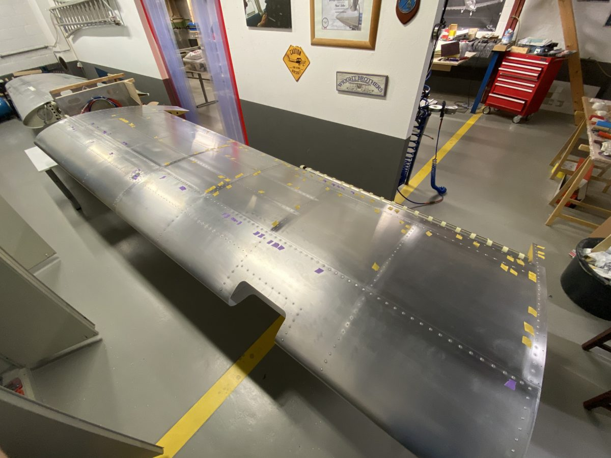 Filling 3.2 mm rivets left wing